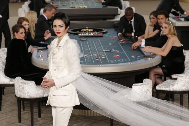 Nouveauté de cette collection haute couture: une dizaine... (Photo Stephane Mahe, Reuters)
