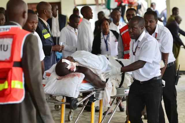 Onze personnes ont été transportées à l'hôpital et... (PHOTO JOHN MUCHUCHA, AFP)