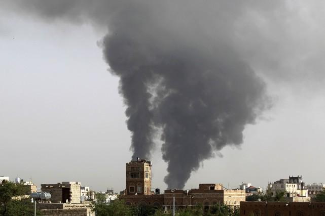 Des avions de combat de la coalition ont... (PHOTO MOHAMMED HUWAIS, AFP)
