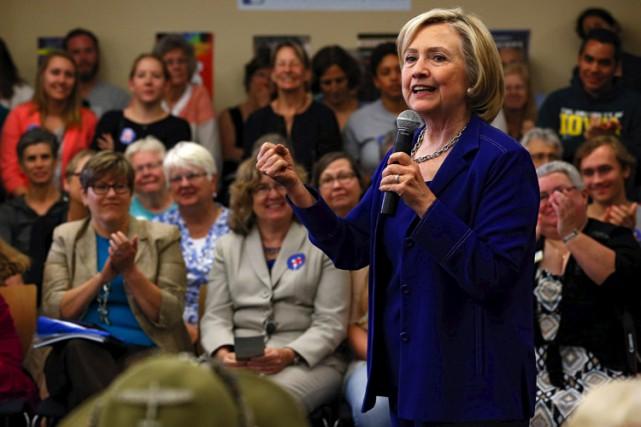 Hillary Clinton avait jusqu'à présent soigneusement évité les... (PHOTO REUTERS)