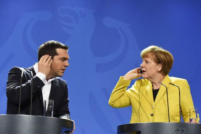Le premier ministre grec Alexis Tsipras et la... (PHOTO TOBIAS SCHWARZ, ARCHIVES AFP)