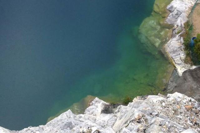Le bassin d'eau de l'ancienne carrière Morrison.... (PHOTO COURTOSIE MRC DES COLLINES)