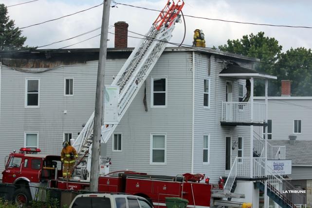 Un incendie a fait un mort, tôt mercredi matin, sur la 1èreAvenue à Asbestos. ... (La Tribune, Yvan Provencher)