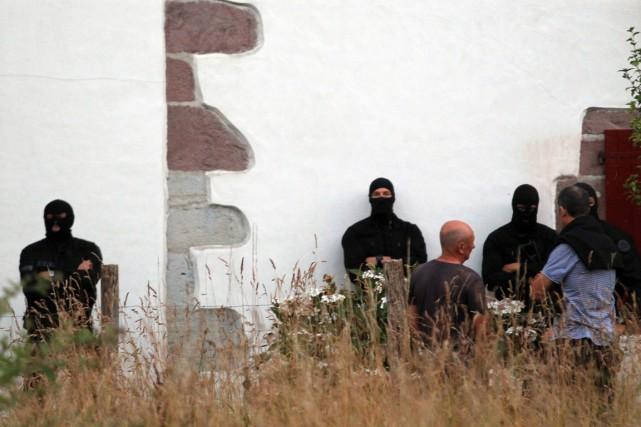 L'opération menée par la garde civile espagnole et... (PHOTO BOB EDME, AP)
