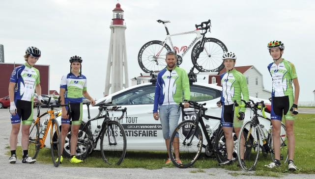 L'Équipe Vélo Mauricie représentée par Gabriel Guay, Joël... (Michel Guillemette)