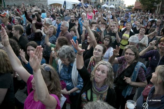 Il y avait foule lors du spectacle gratuit... (Imacom, René Marquis)