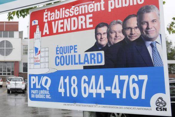 Des affiches ont notamment été installées devant les... (Mariane L. St-Gelais)