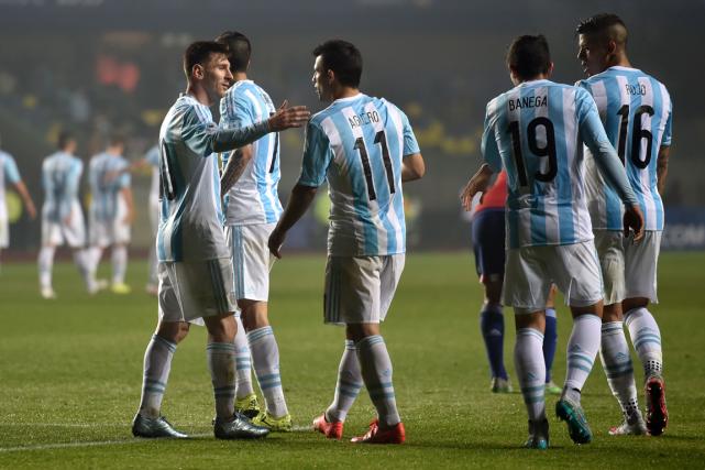 L'Argentine a gravi deux échelons afin d'occuper la... (Photo Yuri Cortez, AFP)