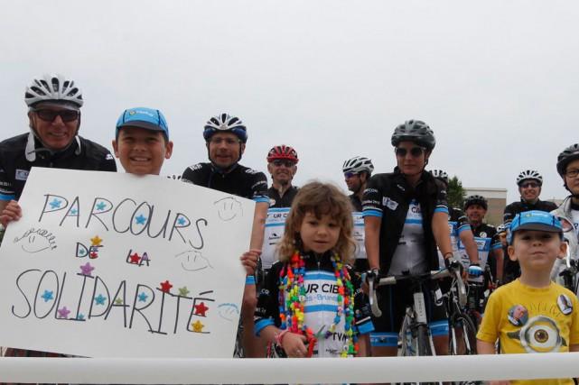 Une trentaine de cyclistes ont entamé jeudi matin à Gatineau le parcours de la... (Simon Séguin-Bertrand, LeDroit)