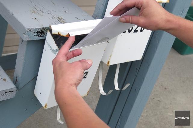 Après ceux de Sherbrooke, c'est au tour des employés de Postes Canada de la... (Imacom, René Marquis)