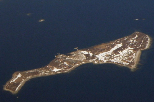 Vue aérienne surle cimetière de Hart Island... (PHOTO FOURNIE PAR WIKIPÉDIA)