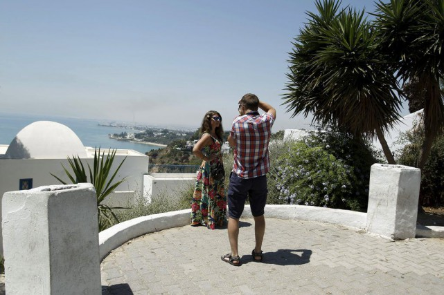 Des touristes à Sidi Bou Said, en Tunisie.... (PHOTO ZOUBEIR SOUISSI, REUTERS)