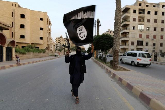 Les djihadistes de l'EI ont été par le... (Photo Reuters)