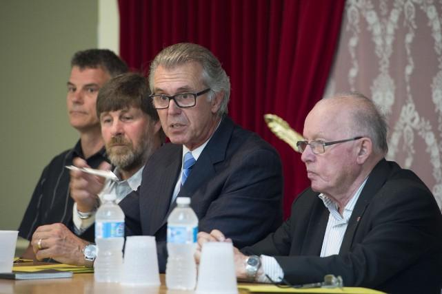 Benoît Roy (au centre sur la photo), président... (PHOTO: STÉPHANE LESSARD)