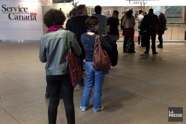 Au Québec, l'emploi a peu varié pour le... (PHOTO RYAN REMIORZ, ARCHIVES LA PRESSE CANADIENNE)
