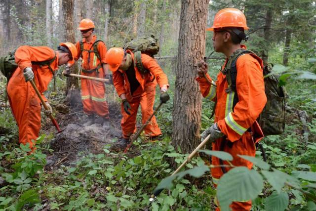 Le porte-parole des équipes de lutte contre les... (Photo Les Forces canadiennes, Reuters)