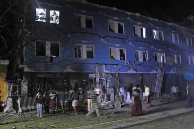 Cinq civils et gardes de sécurité ont été... (PHOTO MOHAMED ABDIWAHAB, AFP)