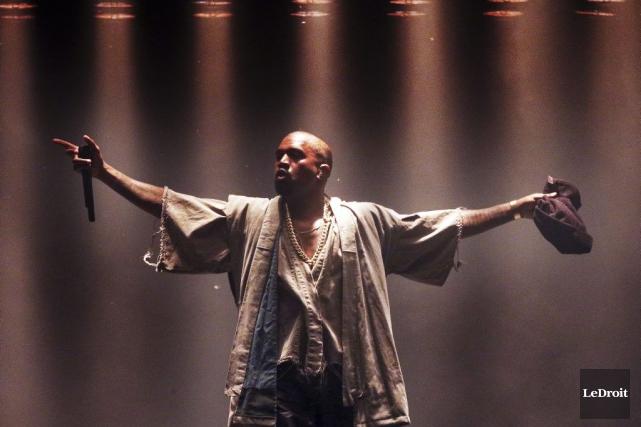 Kanye West a commencé la soirée en force... (Etienne Ranger, LeDroit)