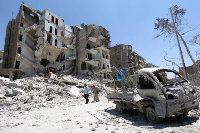 Selon des ONG, le régime bombarde régulièrement les... (PHOTO ARCHIVES AFP)