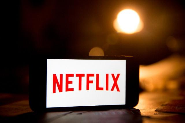 Un abonnement mensuel à la plate-forme Netflix est... (PhotoAndrew Harre, Archives Bloomberg)