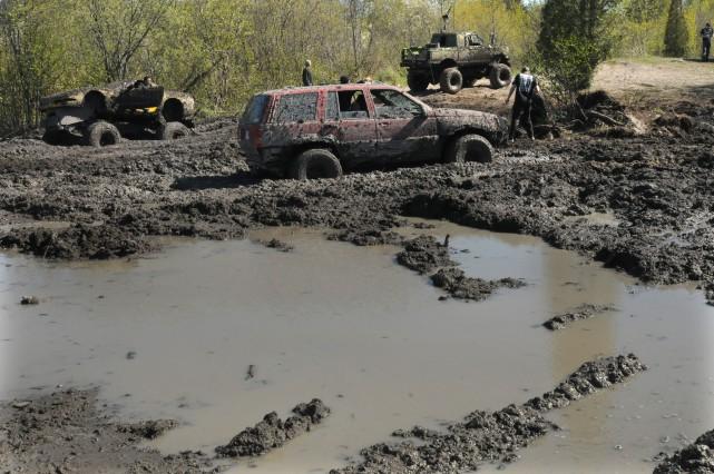 Les activités du troue de boue de Saint-Jean-Vianney... (- photo archives, le progrès-dimanche)