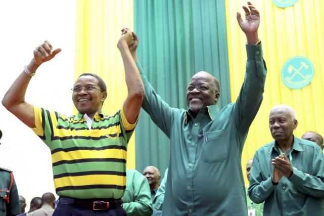Âgé de 55 ans, John Magafuli (à droite)... (PHOTO KHALFAN SAID, AP)