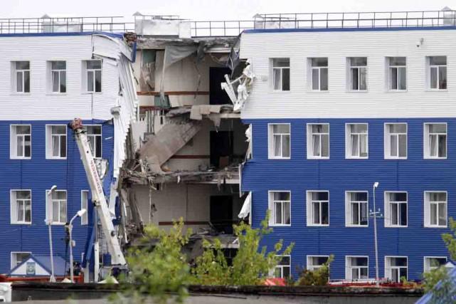 L'accident s'est produit dimanche soir dans le village... (PHOTO DMITRY FEOKTISTOV, AP)