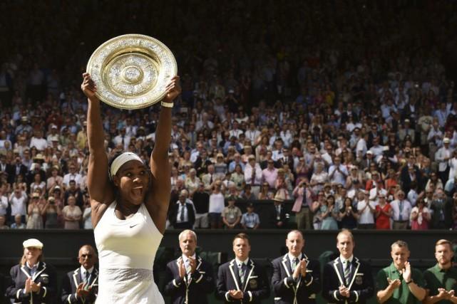 Serena Williams a remporté le tournoi de Wimbledon pour une sixième fois,... (Agence France-Presse)