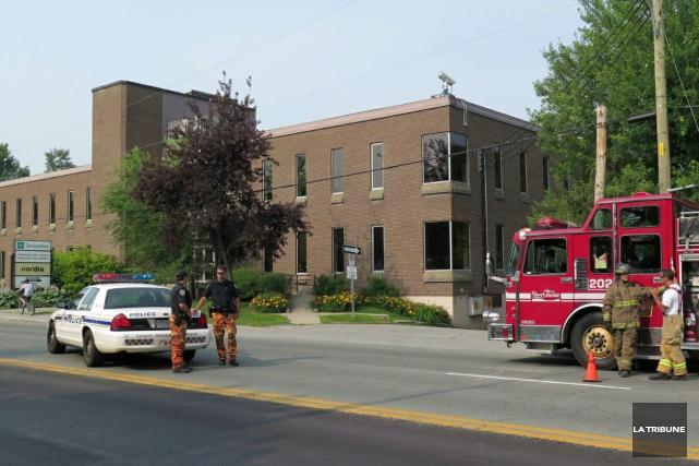 Les pompiers de Sherbrooke sont intervenus, lundi matin, aux installations de... (Imacom, René Marquis)