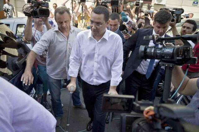 Mercredi, le premier ministre Victor Ponta, qui se... (PHOTO VADIM GHIRDA, AP)