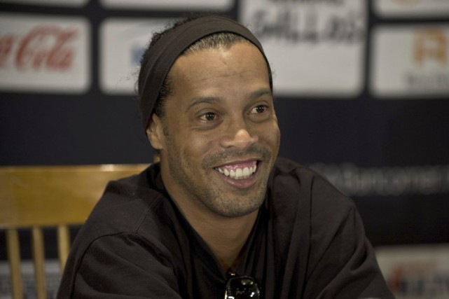 Ronaldinho... (PHOTO RONALDO SCHEMIDT, ARCHIVES AFP)