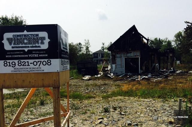 Tout indique que le feu qui a détruit un bâtimentdans le nord de Sherbrooke... (La Tribune, Claude Plante)