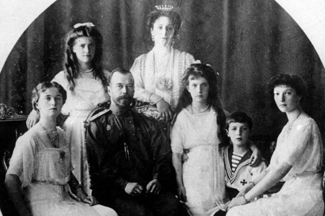 Le tsar Nicolas II et sa femme Alexandra... (Photo AP)