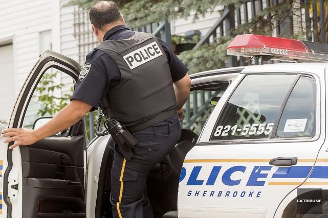 Les policiers de Sherbrooke ont dû utiliser le poivre de Cayenne, lundi... (Archives La Tribune)