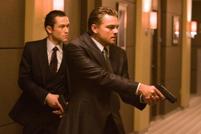 Joseph Gordon Levitt et Leonardo DiCaprio dans une... (PHOTO FOURNIE PAR WARNER BROS.)