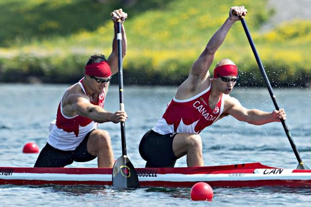 Gabriel Beauchesne-Sevigny et Benjamin Russell en route vers... (Photo Aaron Lynett, PC)