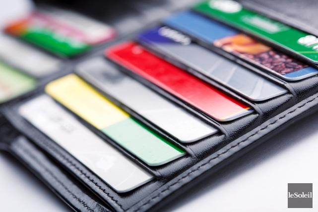 Les Québécois détenteurs de cartes de crédit peuvent... (Photothèque Le Soleil)