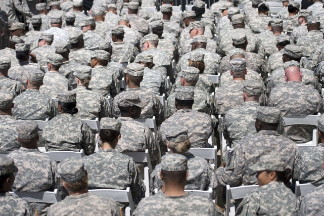 LeLe secrétaire américain à la Défense Ashton Carter propose d'ouvrir l'armée... (PHOTO Brendan SMIALOWSKI, ARCHIVES AFP)