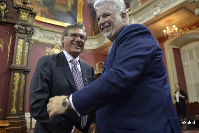 Le premier ministre Philippe Couillard et le Grand... (Le Soleil, Pascal Ratthé)