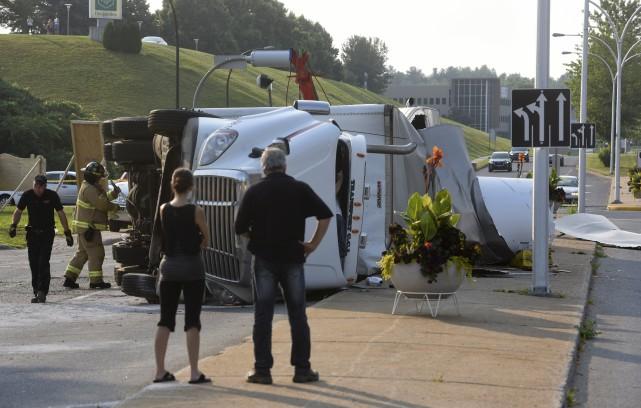 L'accident est survenu au coin du boulevard des... (François Gervais)