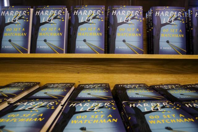 Certaines librairies avaient ouvert dès minuit, les commandes affluées sur... (PHOTO REUTERS)
