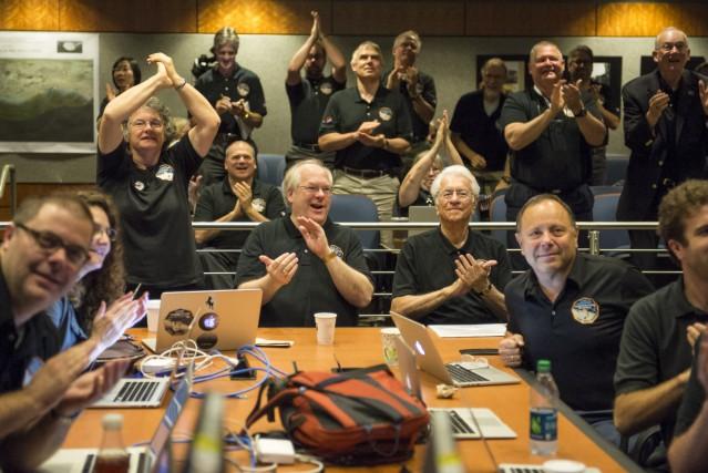 L'équipe de New Horizons, dont fait partie le... (AP)