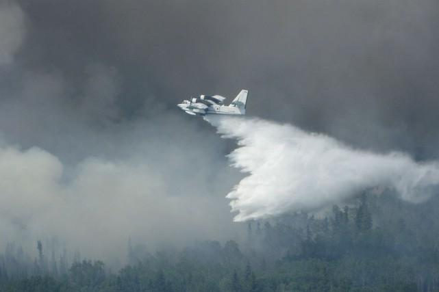 Des milliers d'évacués à cause des feux de forêt en Saskatchewan ont bien hâte... (PHOTO REUTERS/GOUVERNEMENT DE LA SASKATCHEWAN)