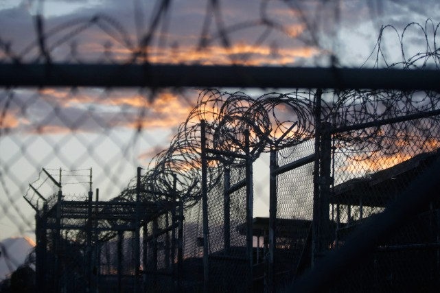 Un détenu de Guantanamo torturé par la CIA il y a une dizaine d'années a besoin... (PHOTO CHARLES DHARAPAK, ARCHIVES ASSOCIATED PRESS)
