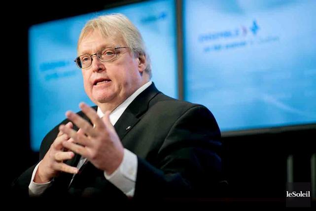 Le ministre Gaétan Barrette souligne les effets bénéfiques... (Photothèque Le Soleil)