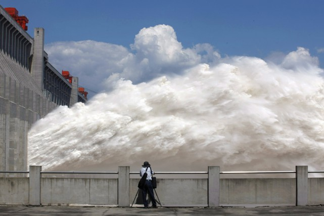 La Chine compte notamment le plus important barrage... (PHOTO ARCHIVES AFP)