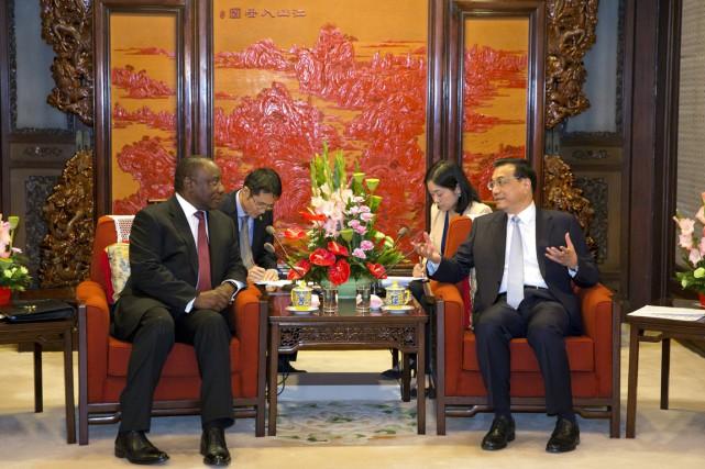 Le vice-président sud-africain Cyril Ramaphosa s'entretient avec le... (PHOTO NG HAN GUAN, REUTERS)