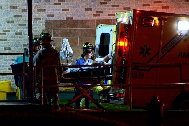 Médecins et pompiers ont dû intervenir afin de... (Photo collaboration spéciale Éric Beaupré)