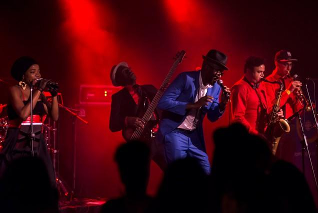 Malika Tirolien et Vox Sambou à l'avant-plan.... (Photo Guy Labissonnière, fournie par Nuits d'Afrique)