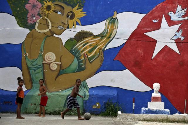 Le président cubain Raul Castro a de nouveau demandé mercredi à son homologue... (PHOTO REUTERS)